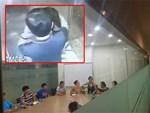 Gã biến thái sàm sỡ, cưỡng hôn bé gái trong thang máy không phải là cư dân chung cư-6