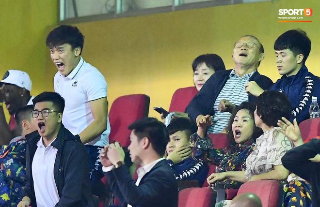 HLV Park Hang Seo, thủ môn Tiến Dũng phản ứng đầy cảm xúc khi Hà Nội FC thua ở AFC Cup 2019-3