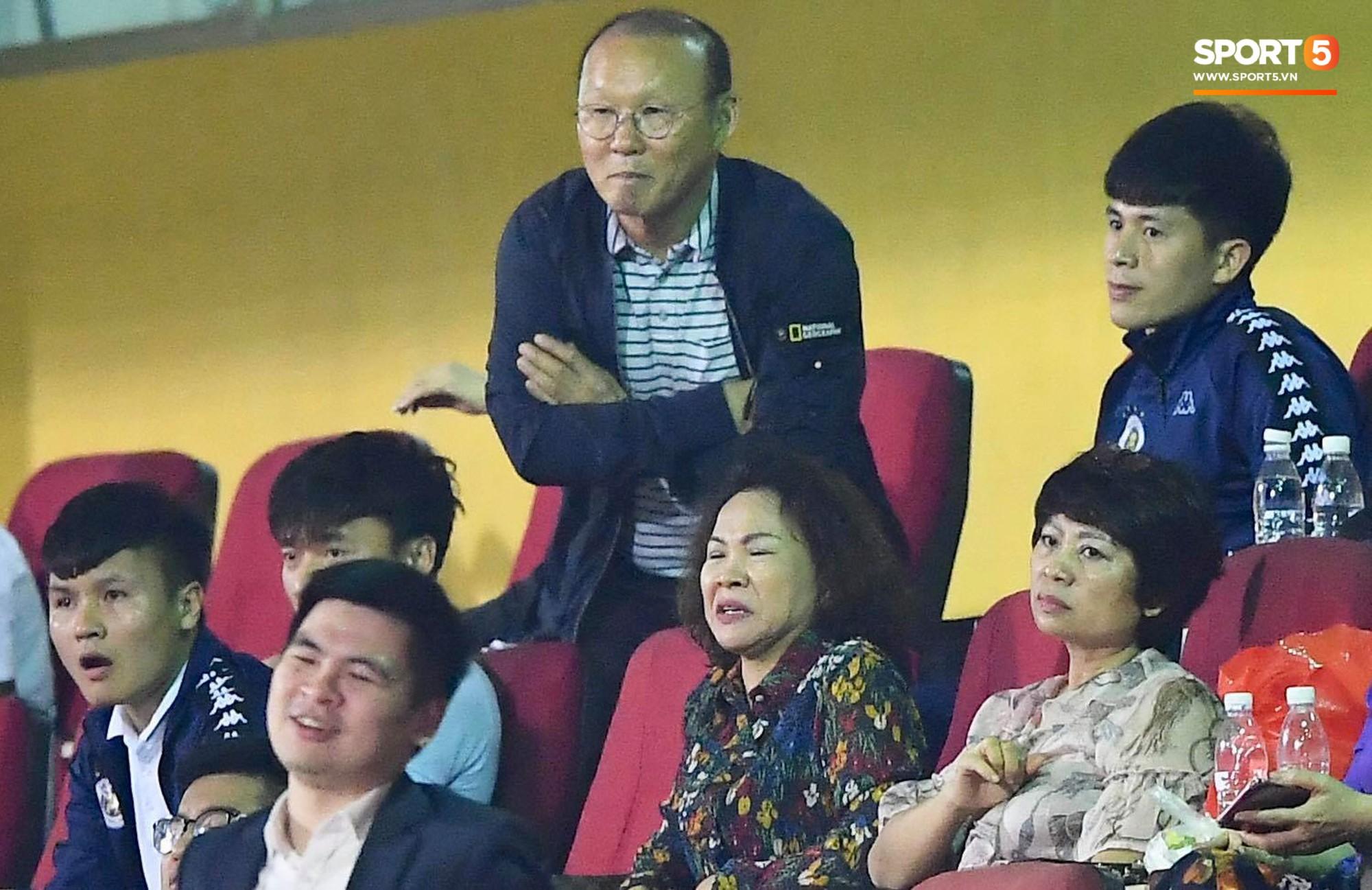 HLV Park Hang Seo, thủ môn Tiến Dũng phản ứng đầy cảm xúc khi Hà Nội FC thua ở AFC Cup 2019-1