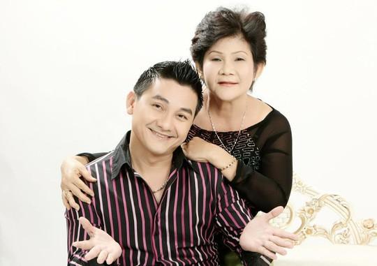 Mẹ của nghệ sĩ Anh Vũ: Thương con cả đời hiếu thảo với mẹ, với gia đình!-2
