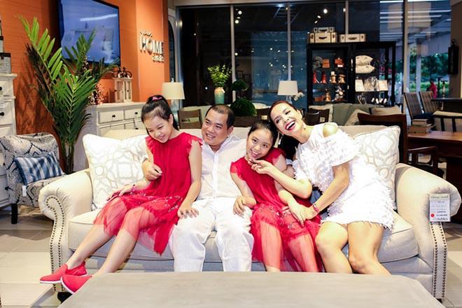 Cuộc sống của siêu mẫu nổi tiếng Hà thành, gây xôn xao khi lấy chồng nghèo, kém sắc giờ ra sao?-4