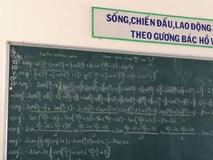 Chiếc bảng khiến học sinh chóng mặt đau đầu tự hỏi: