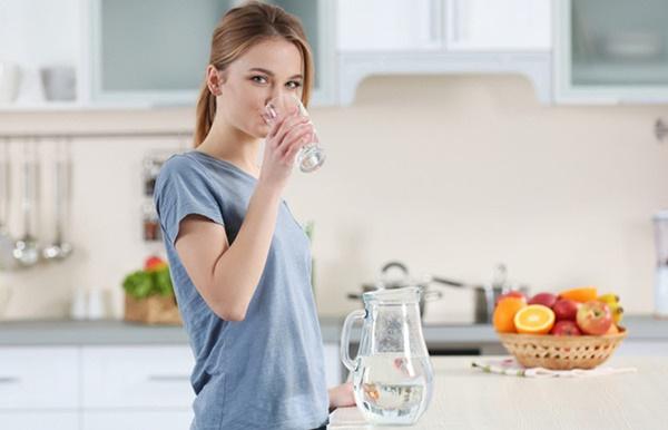Từ chuyện cô gái 20 tuổi bị ngộ độc nước, xem lại những lưu ý khi uống nước mà bất kì ai cũng phải biết-1
