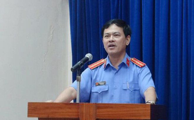 Nguyên Phó Viện trưởng VKSND Đà Nẵng ép hôn, sàm sỡ bé gái trong thang máy: Tôi chỉ nựng-1