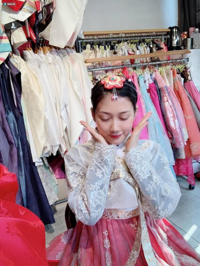 Cô gái Việt được báo Trung Quốc khen ngợi: Chỉ ngắm một giây cũng rung động-7