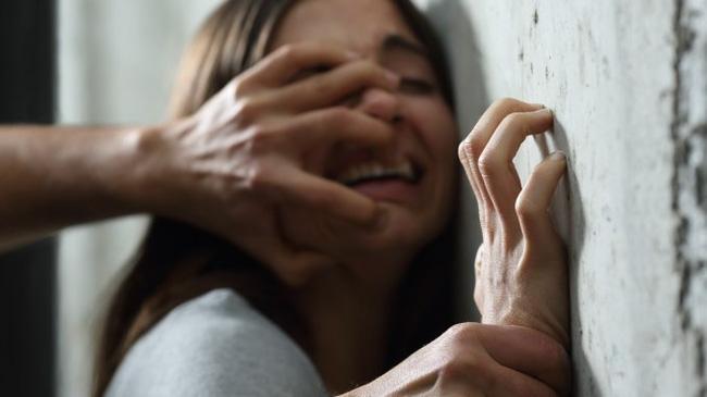 Bé gái 12 tuổi bị 6 gã đàn ông tấn công tình dục ngay trên xe buýt, cảnh sát ráo riết truy tìm danh tính yêu râu xanh-1