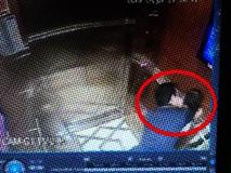 Clip 58 giây kinh hoàng trong thang máy bóp nghẹt trái tim tôi! Các mẹ ơi, đừng nghĩ quỷ dữ chừa con mình ra!