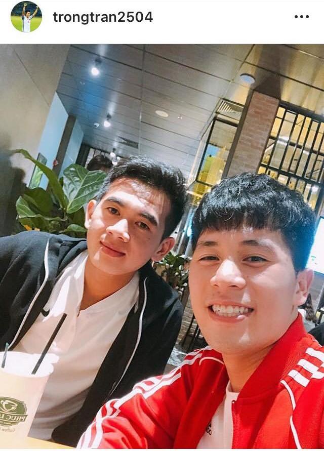 Đăng ảnh chơi khuya cùng người lạ, Đình Trọng liên tục bị fan trách vì không đến ủng hộ quán cafe mới của Tư Dũng-1