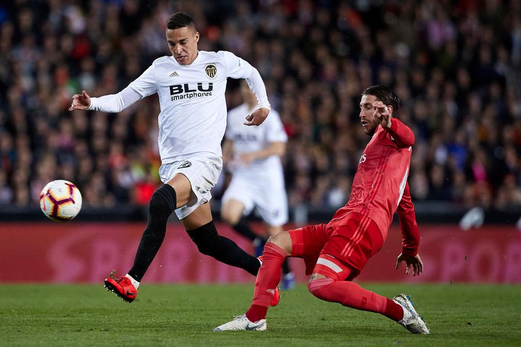 Zidane nhận thất bại đầu tiên ở nhiệm kỳ 2 khi Real Madrid thua bạc nhược Valencia-5