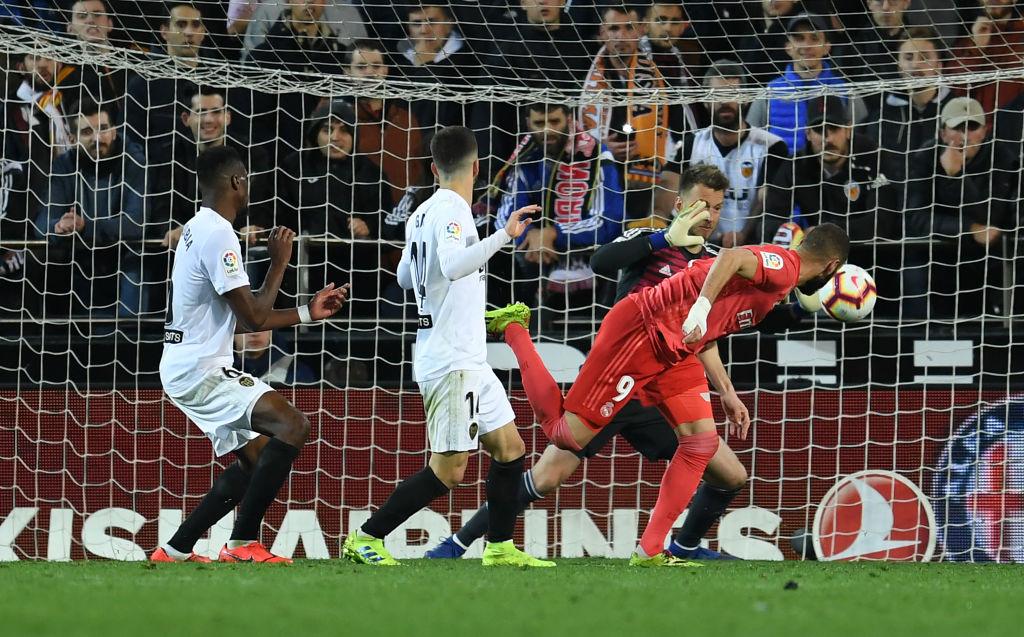 Zidane nhận thất bại đầu tiên ở nhiệm kỳ 2 khi Real Madrid thua bạc nhược Valencia-7
