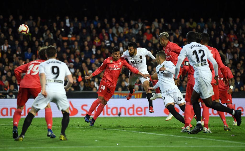 Zidane nhận thất bại đầu tiên ở nhiệm kỳ 2 khi Real Madrid thua bạc nhược Valencia-6