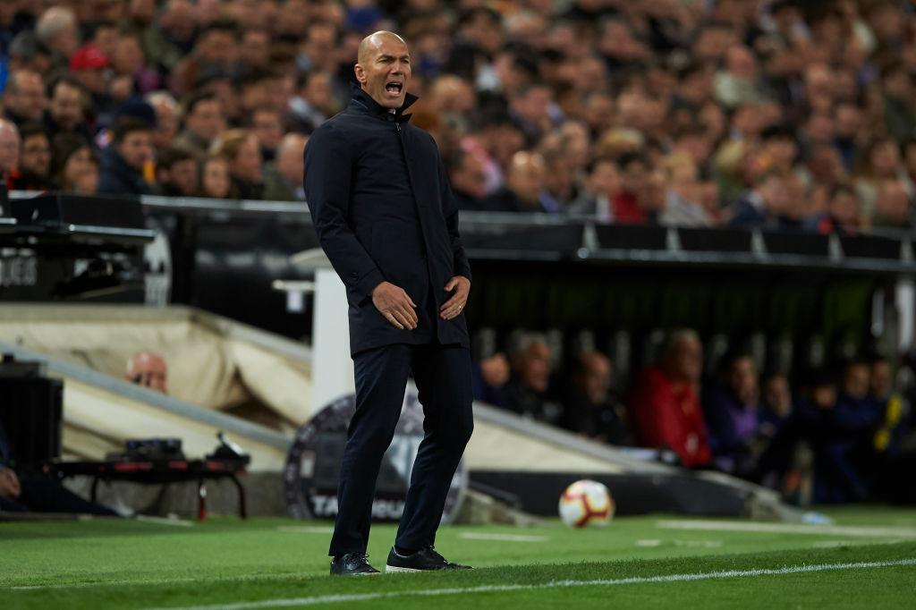 Zidane nhận thất bại đầu tiên ở nhiệm kỳ 2 khi Real Madrid thua bạc nhược Valencia-4