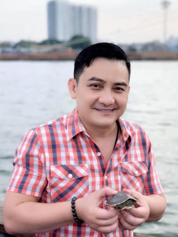 MC Thảo Vân thay mặt nhiều nghệ sĩ miền Bắc gửi tiền phúng viếng đến gia đình nghệ sĩ Anh Vũ-1
