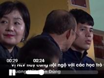 Thầy Park đưa vợ đến sân Hàng Đẫy, vừa xem bóng vừa thủ thỉ với Đình Trọng
