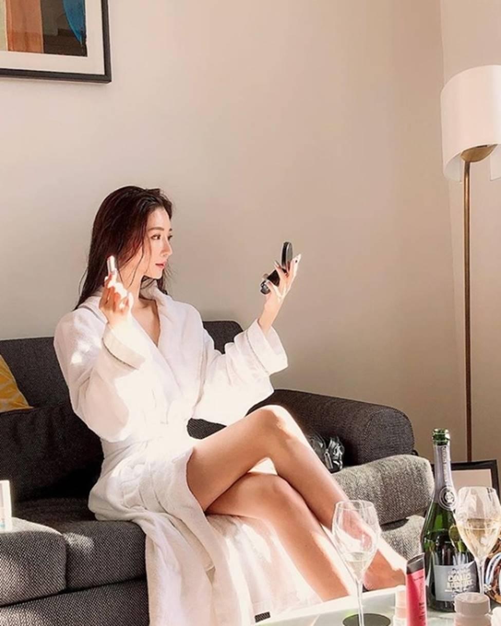 3 nữ thần sắc đẹp mới của mạng xã hội Hàn: Da như bông bưởi, dáng chữ S-5