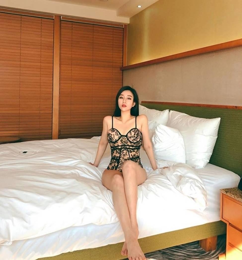 3 nữ thần sắc đẹp mới của mạng xã hội Hàn: Da như bông bưởi, dáng chữ S-10