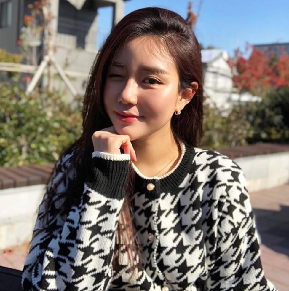 3 nữ thần sắc đẹp mới của mạng xã hội Hàn: Da như bông bưởi, dáng chữ S-11