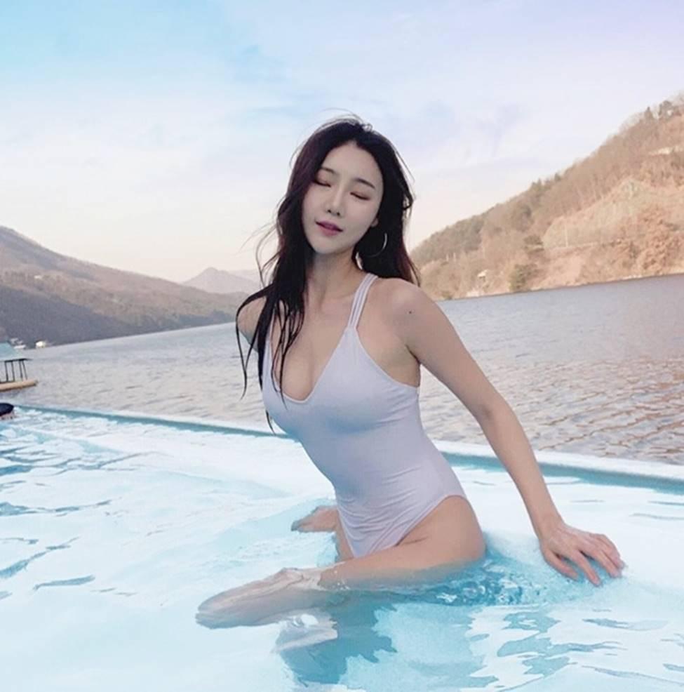 3 nữ thần sắc đẹp mới của mạng xã hội Hàn: Da như bông bưởi, dáng chữ S-18