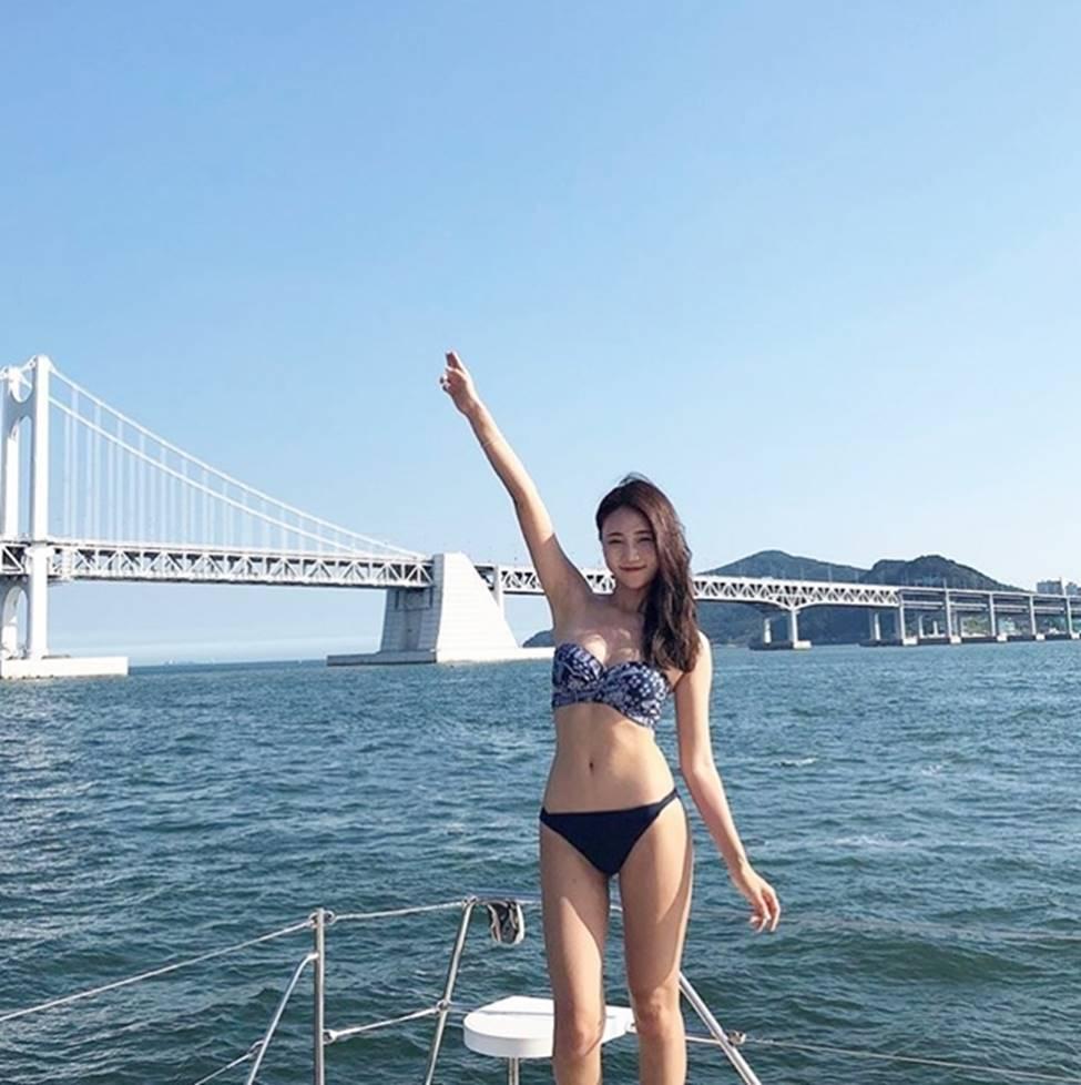 3 nữ thần sắc đẹp mới của mạng xã hội Hàn: Da như bông bưởi, dáng chữ S-19