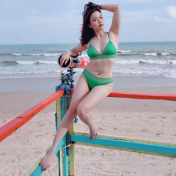 Phi Thanh Vân diện váy bó chẽn sau khi bị chê béo-5
