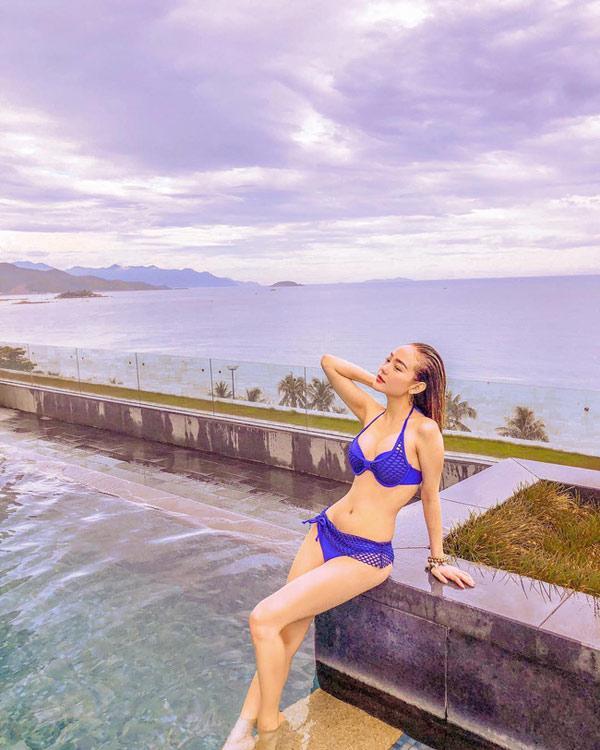 Phi Thanh Vân diện váy bó chẽn sau khi bị chê béo-6