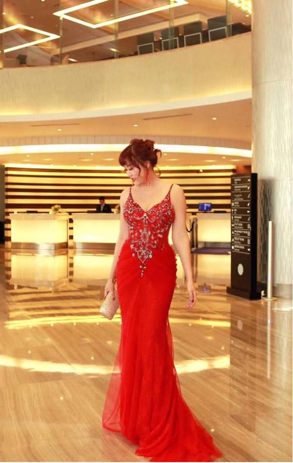 Phi Thanh Vân diện váy bó chẽn sau khi bị chê béo-3
