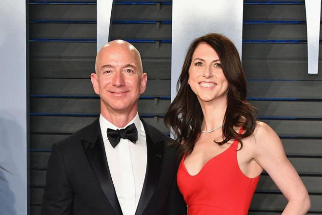 Vợ cũ Jeff Bezos được chia 35 tỷ USD sau ly hôn-1