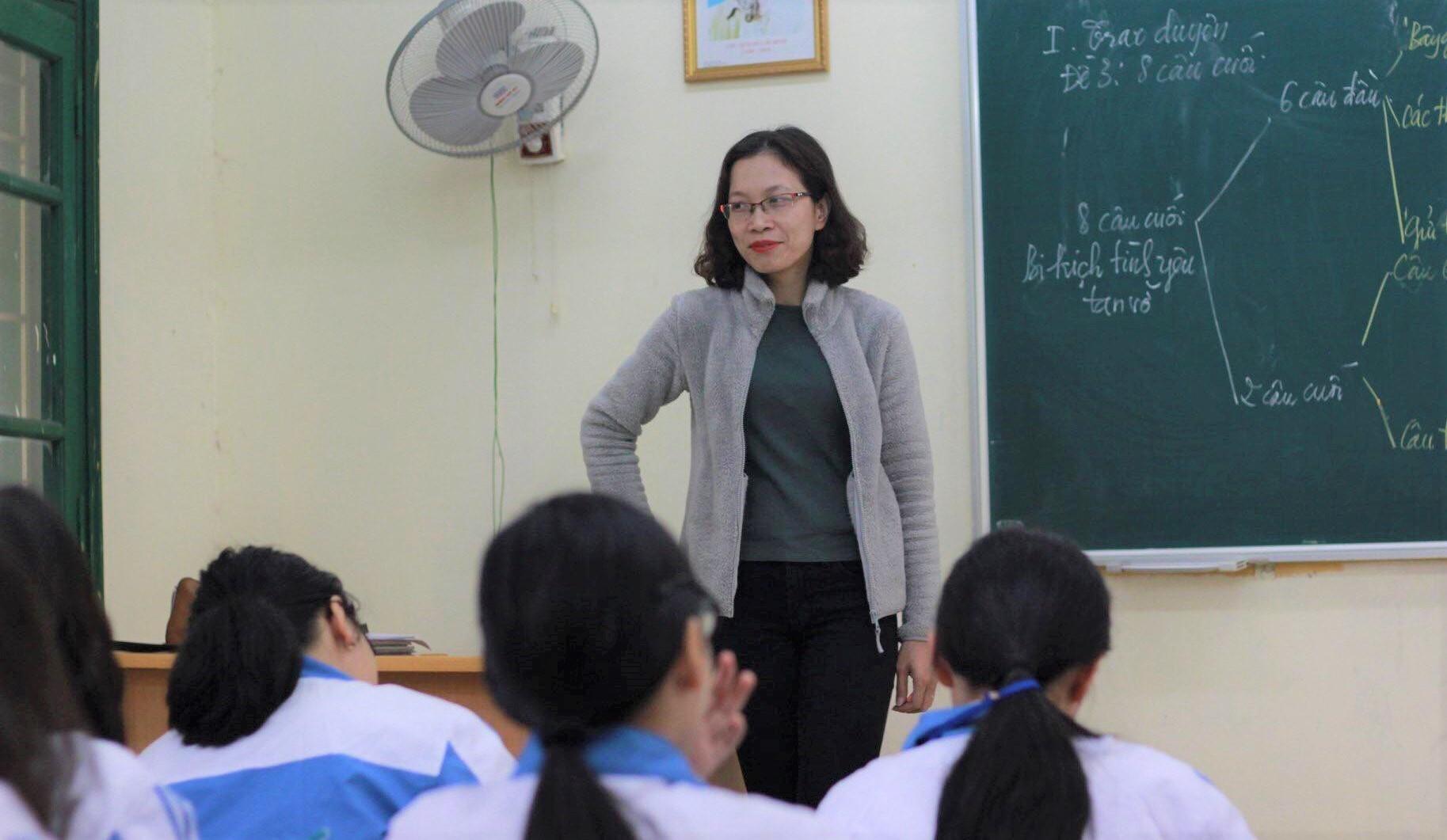 Sao cứ bắt giáo viên chúng tôi phải như thánh?-1