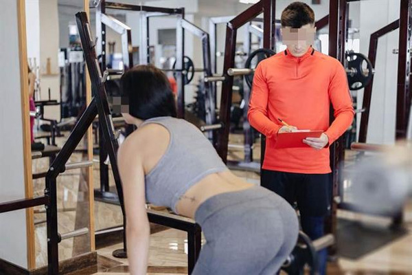 Vợ chăm đi tập gym và bao cao su trong nhà ít đi, chồng phát hiện bí mật động trời-1