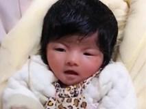 Kỳ lạ bé gái vừa chào đời đã có mái tóc đen rậm như người lớn