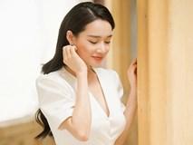 Sau nghi vấn đã sinh con, Nhã Phương lộ vòng một lấp ló khi diện váy trắng khoét cổ sâu