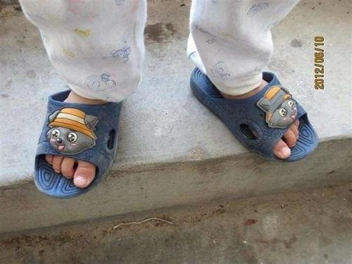 Người mẹ mắng con giữa đường vì suốt ngày mang giày ngược, chuyên gia chỉ ra mẹ có lẽ đã dạy con sai cách-1
