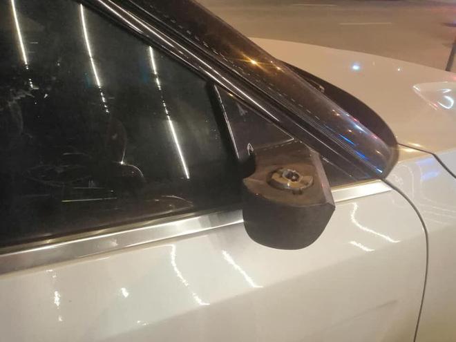 Cứ ngỡ vặt được gương xe tiền tỷ Ranger Rover, tên trộm nào ngờ dính cú lừa-2