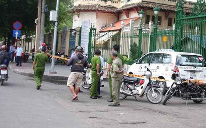 Chở 4 khách về Thanh Hóa, lái xe bị quỵt tiền, ném vỡ kính, phải nhờ CA bảo vệ an toàn-1