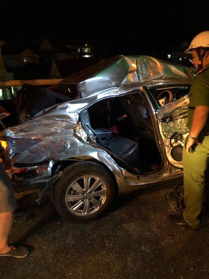 Nóng: 2 người chết, 3 người nguy kịch sau va chạm kinh hoàng giữa ô tô 4 chỗ với xe tải-2