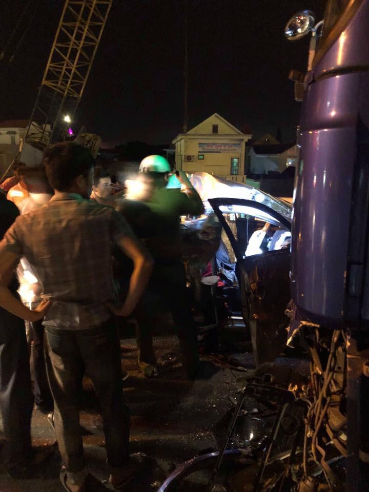 Nóng: 2 người chết, 3 người nguy kịch sau va chạm kinh hoàng giữa ô tô 4 chỗ với xe tải-3