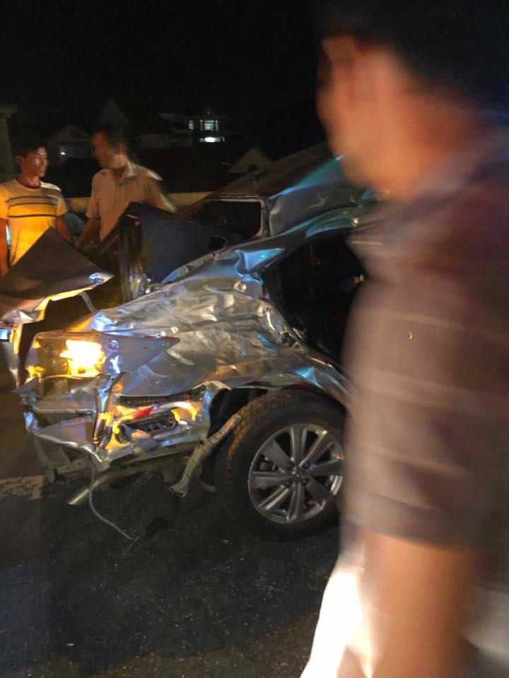 Nóng: 2 người chết, 3 người nguy kịch sau va chạm kinh hoàng giữa ô tô 4 chỗ với xe tải-5