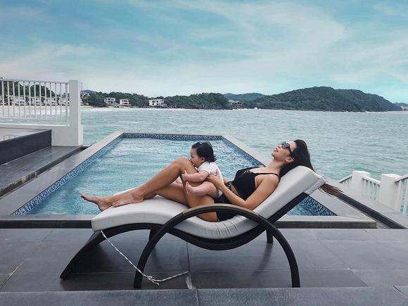 Đi du lịch Quy Nhơn, siêu mẫu Hà Anh cũng không quên gợi ý cách chọn đồ bơi cho các chị em-11