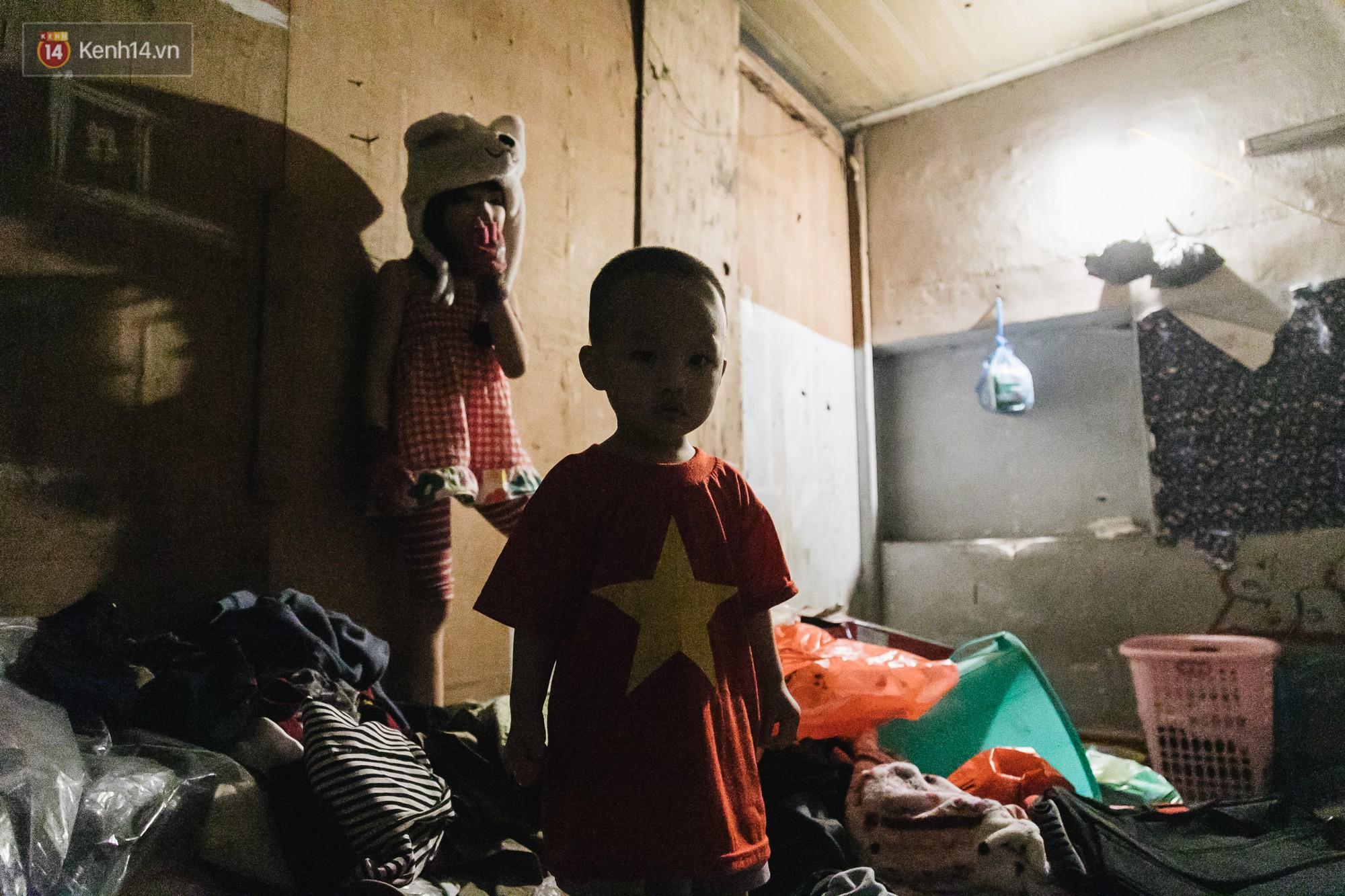 Bất ngờ nổi tiếng sau 1 đêm, bé gái 6 tuổi phối đồ chất ở Hà Nội trở về những ngày lang thang bán hàng rong cùng mẹ-3