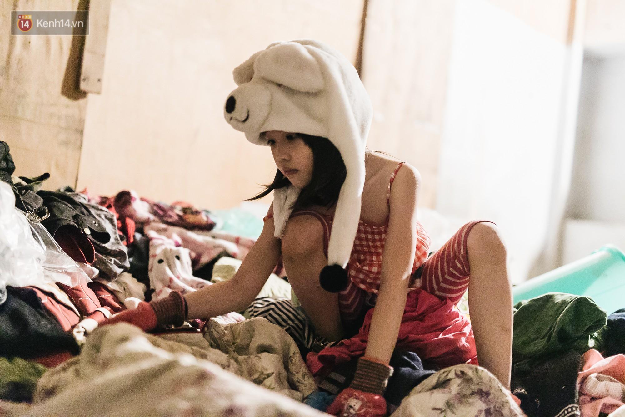 Bất ngờ nổi tiếng sau 1 đêm, bé gái 6 tuổi phối đồ chất ở Hà Nội trở về những ngày lang thang bán hàng rong cùng mẹ-10