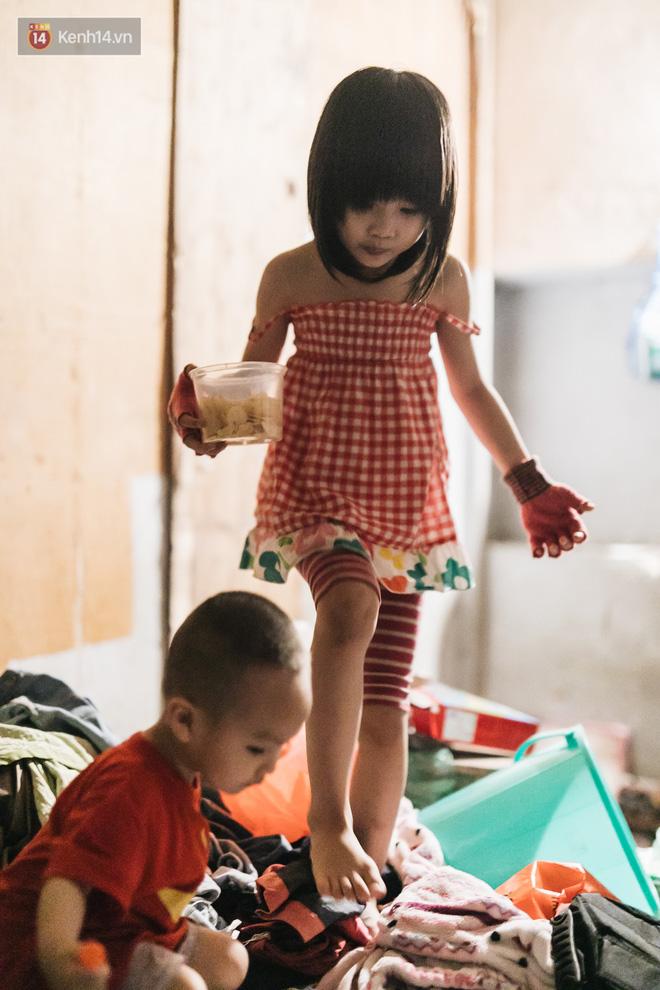 Bất ngờ nổi tiếng sau 1 đêm, bé gái 6 tuổi phối đồ chất ở Hà Nội trở về những ngày lang thang bán hàng rong cùng mẹ-6