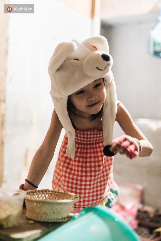 Bất ngờ nổi tiếng sau 1 đêm, bé gái 6 tuổi phối đồ chất ở Hà Nội trở về những ngày lang thang bán hàng rong cùng mẹ-7