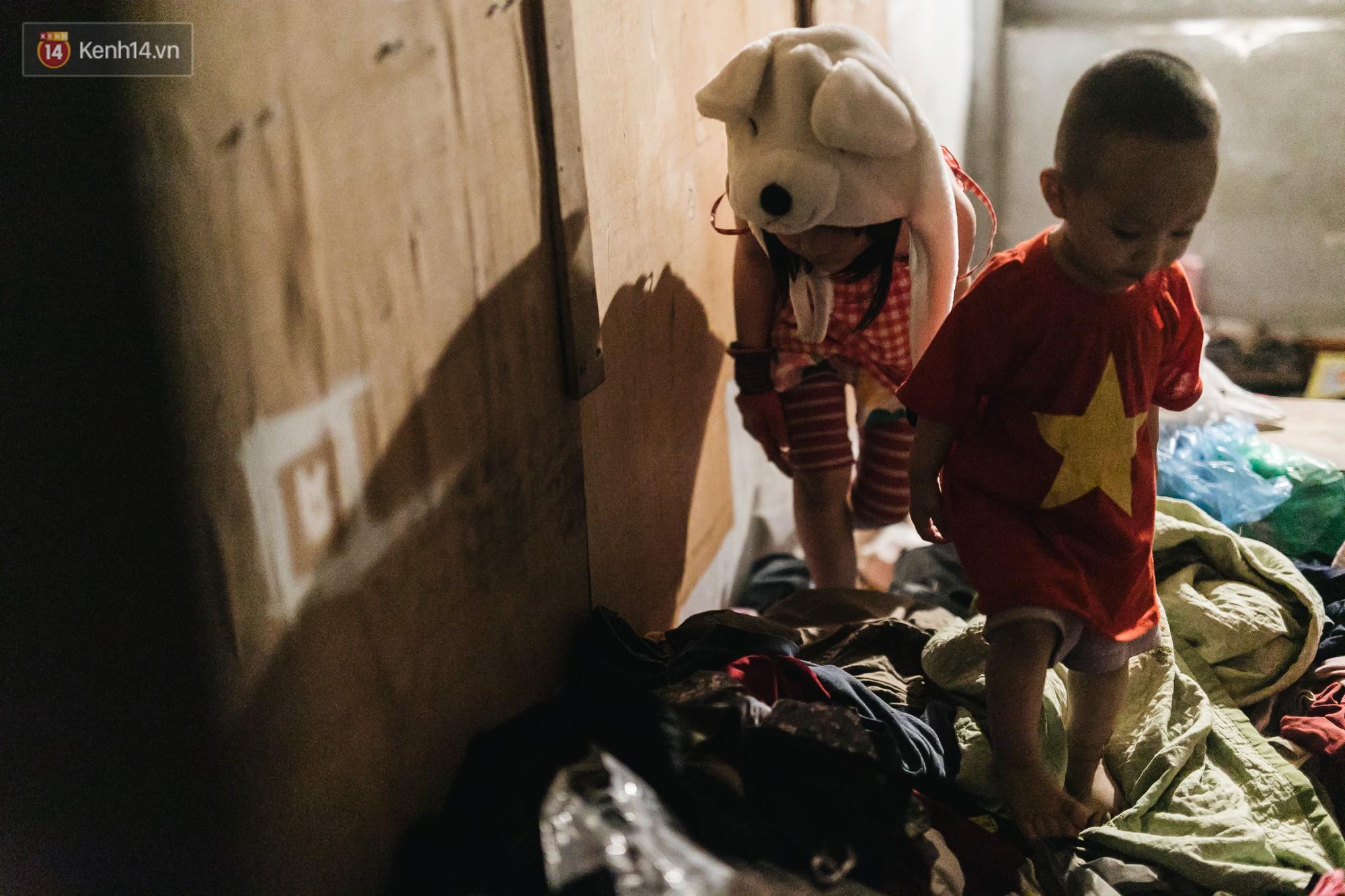 Bất ngờ nổi tiếng sau 1 đêm, bé gái 6 tuổi phối đồ chất ở Hà Nội trở về những ngày lang thang bán hàng rong cùng mẹ-11