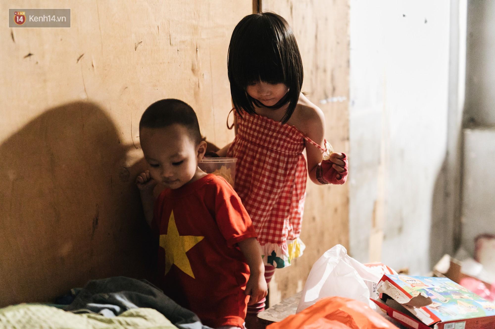 Bất ngờ nổi tiếng sau 1 đêm, bé gái 6 tuổi phối đồ chất ở Hà Nội trở về những ngày lang thang bán hàng rong cùng mẹ-14