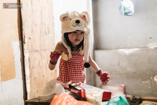 Bất ngờ nổi tiếng sau 1 đêm, bé gái 6 tuổi phối đồ chất ở Hà Nội trở về những ngày lang thang bán hàng rong cùng mẹ-18