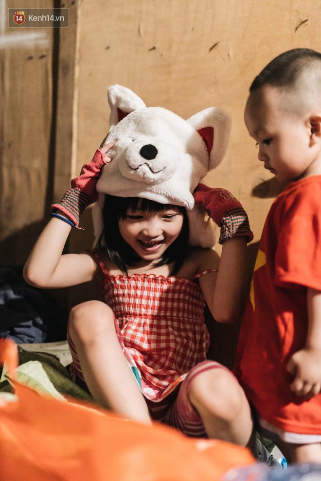 Bất ngờ nổi tiếng sau 1 đêm, bé gái 6 tuổi phối đồ chất ở Hà Nội trở về những ngày lang thang bán hàng rong cùng mẹ-19