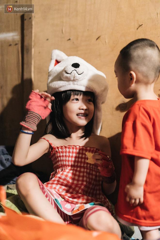 Bất ngờ nổi tiếng sau 1 đêm, bé gái 6 tuổi phối đồ chất ở Hà Nội trở về những ngày lang thang bán hàng rong cùng mẹ-20