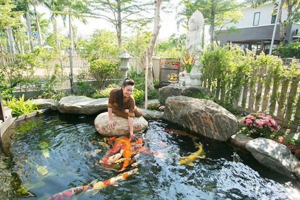 Ngắm biệt thự triệu đô bình yên với khu vườn rực rỡ sắc hoa cùng hồ cá Koi của Nhật Kim Anh giữa lòng Sài Gòn-4