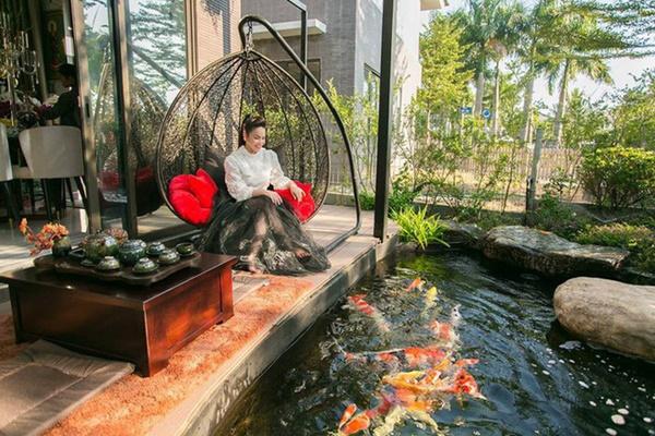 Ngắm biệt thự triệu đô bình yên với khu vườn rực rỡ sắc hoa cùng hồ cá Koi của Nhật Kim Anh giữa lòng Sài Gòn-6