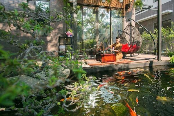 Ngắm biệt thự triệu đô bình yên với khu vườn rực rỡ sắc hoa cùng hồ cá Koi của Nhật Kim Anh giữa lòng Sài Gòn-10